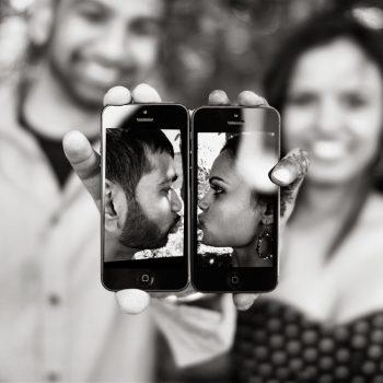 Avani-Mayur-Engagement-Photoshoot_Phone_Love