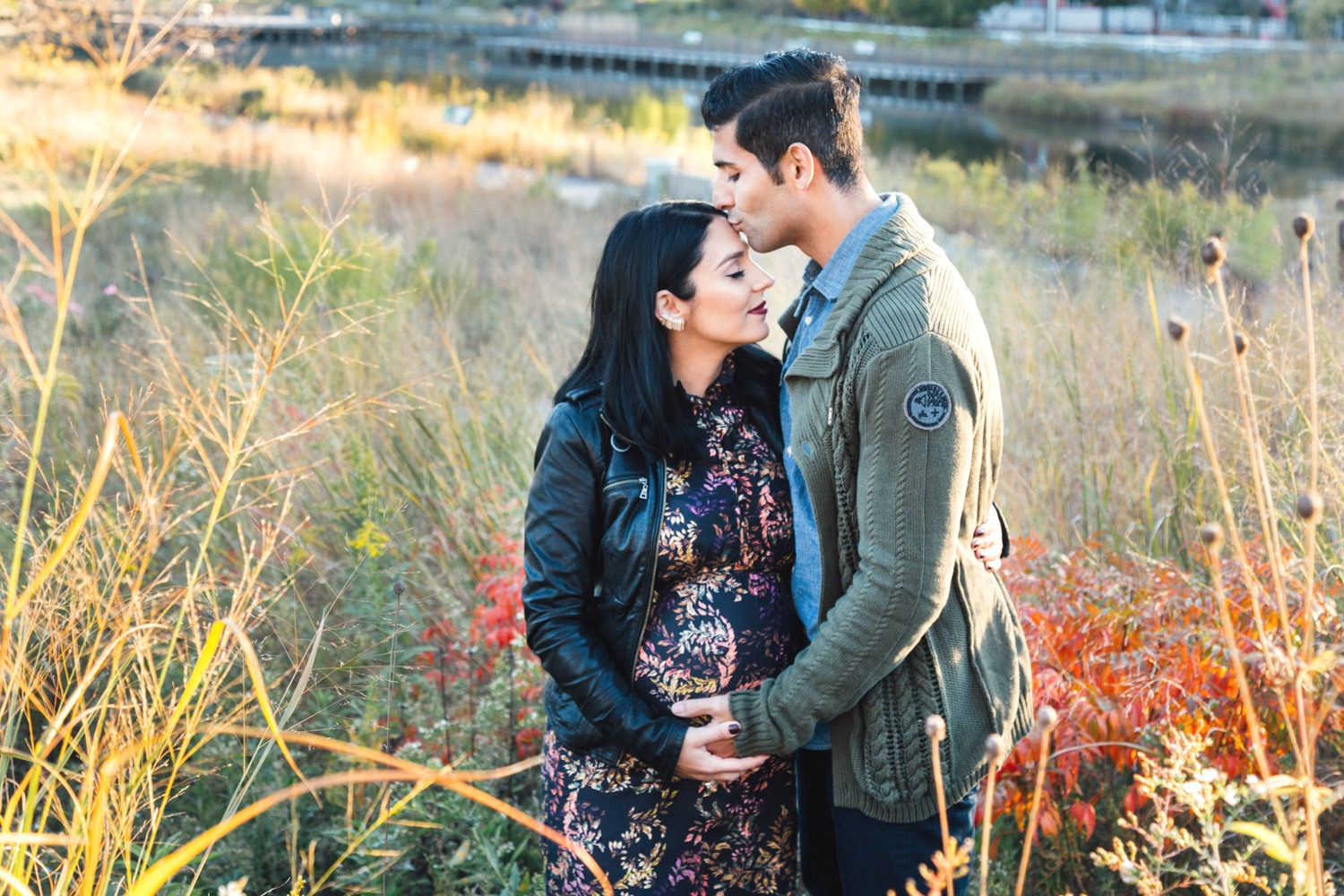 Bokeh-Studios_Lincoln-Park-Maternity-Shoot-Chicago_Nature-Boardwalk_Honeycomb-Structure_12